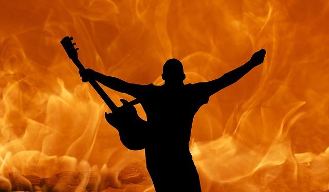 muzikant s kytarou