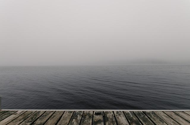 Pohľad z móla na jazero.jpg