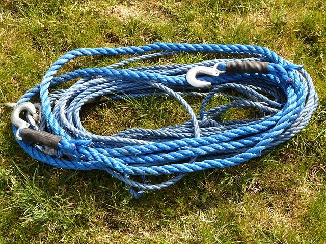 Modré lano na ťahanie vozidla za autom