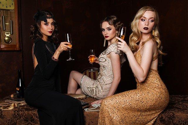 tri pôvabné ženy.jpg